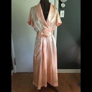 Vintage 1940s sating dressing robe S/M